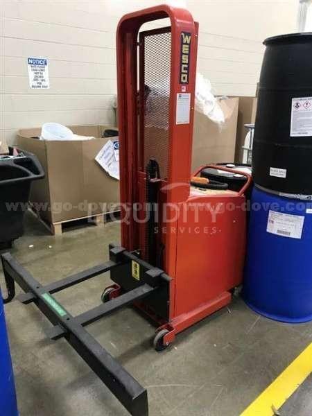 Wesco lift (includes removable attachment)